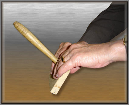 using_veneer_hammer_pic_1_72