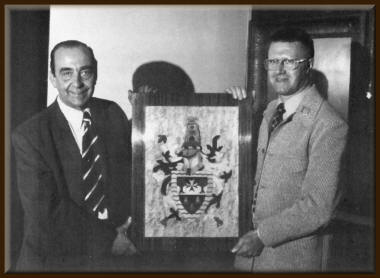 Alf and Derek with the Hackney coat of arms plaque 4